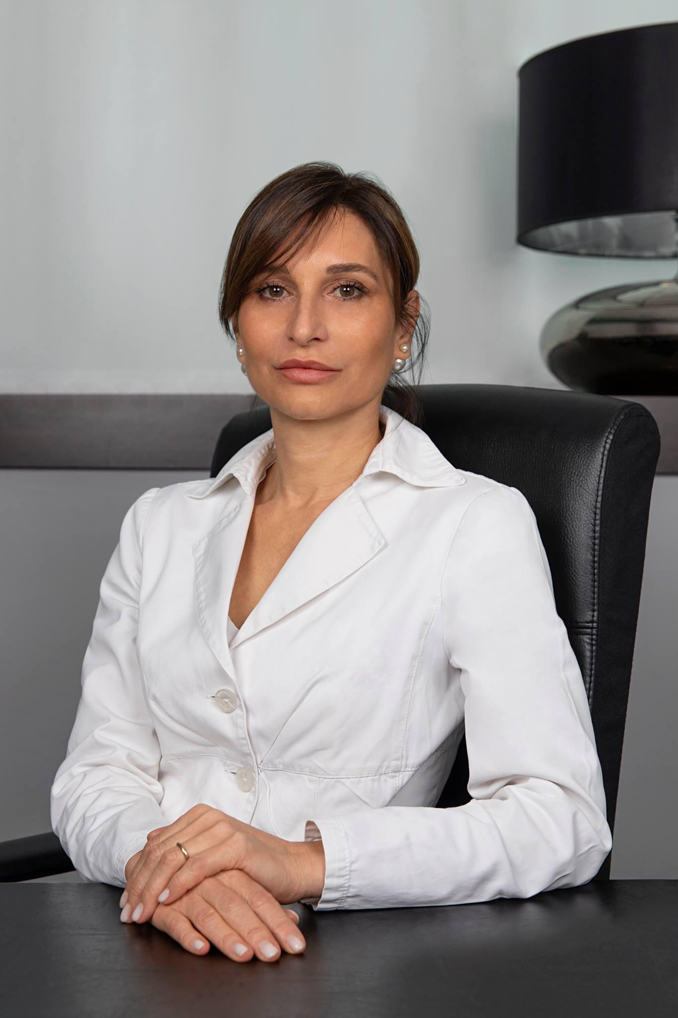 Emiliana-Giusti-la-specialista-della-cura-curarsi-con-il-cibo-migliorare-salute-mangiando-alimentazione-terapia-naturale-dietologa